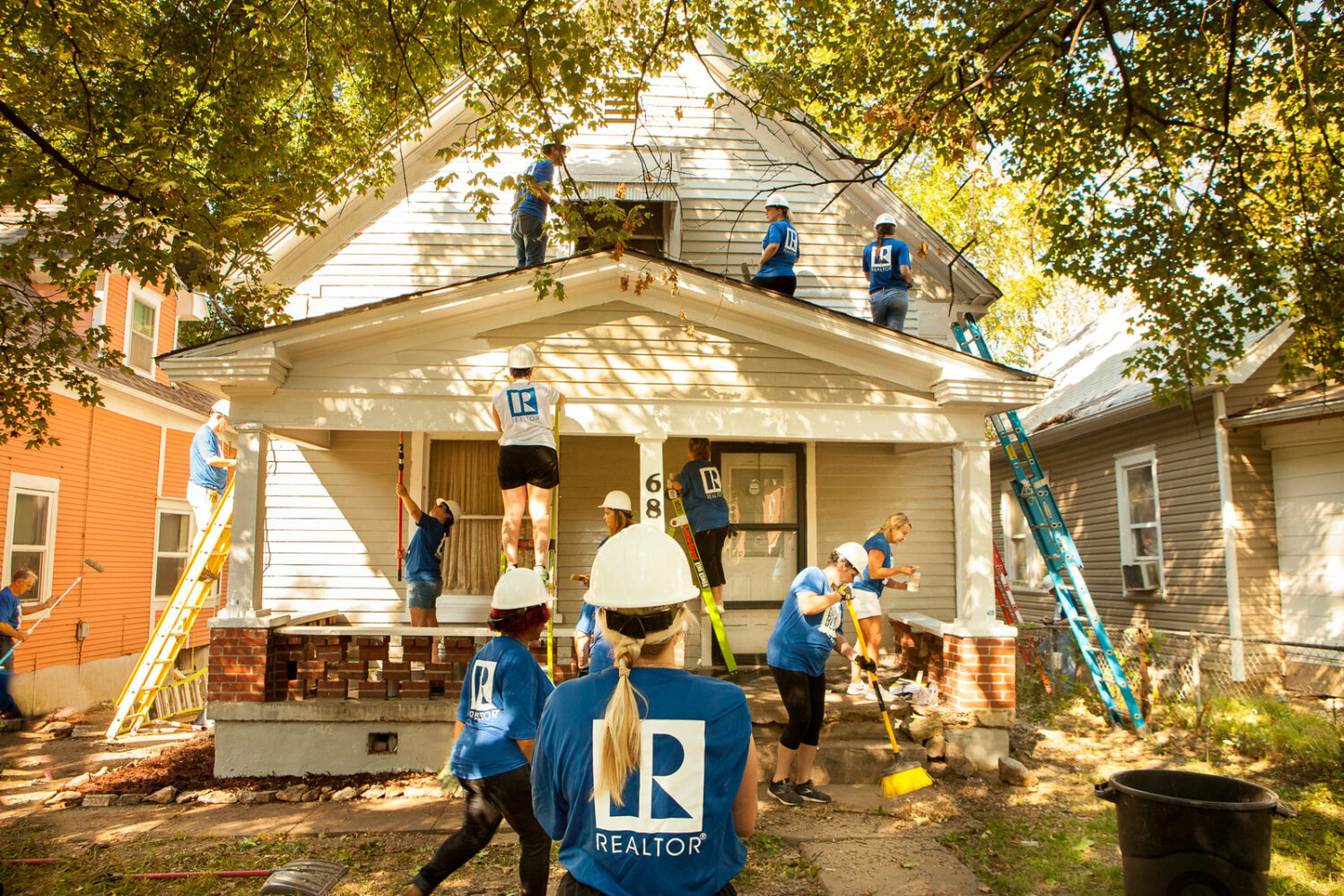 REALTORS working on a home at the 2019 REALTORS Rock the Block event.